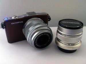 Die Olympus PEN Mini E-PM1 mit den Objektiven M.Zuiko Digital 14-42 II 3.5-5.6 & ED 12 mm 2.0