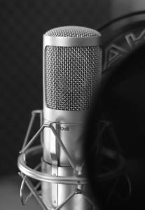 Ein Profi-Sprecher mit eigenem Studio leiht Ihrer Produktion die passende Stimme
