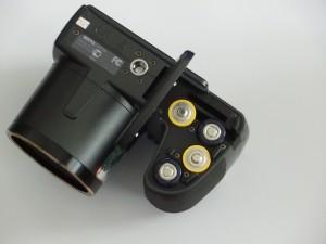 Preiswert und praktisch: Die GH700 verwendet AA-Batterien oder -Akkus