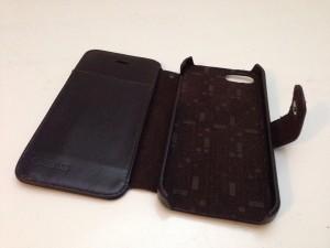 Eine hochwertige iPhone 5S / 5 Echtledertasche in braun von Zenus