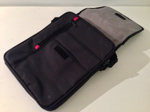 V7 Premium Messenger iPad Bag (30)